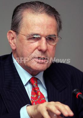 IOC会長、聖火リレー再検討の意向示す