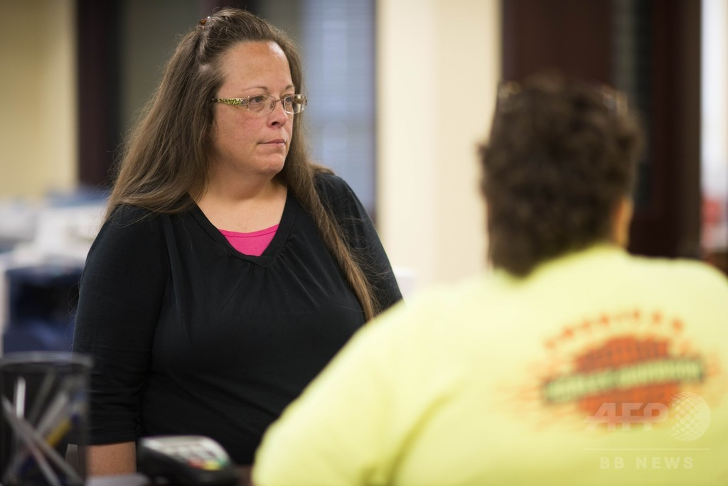同性婚拒否の米地方役人を収監、法廷侮辱罪で