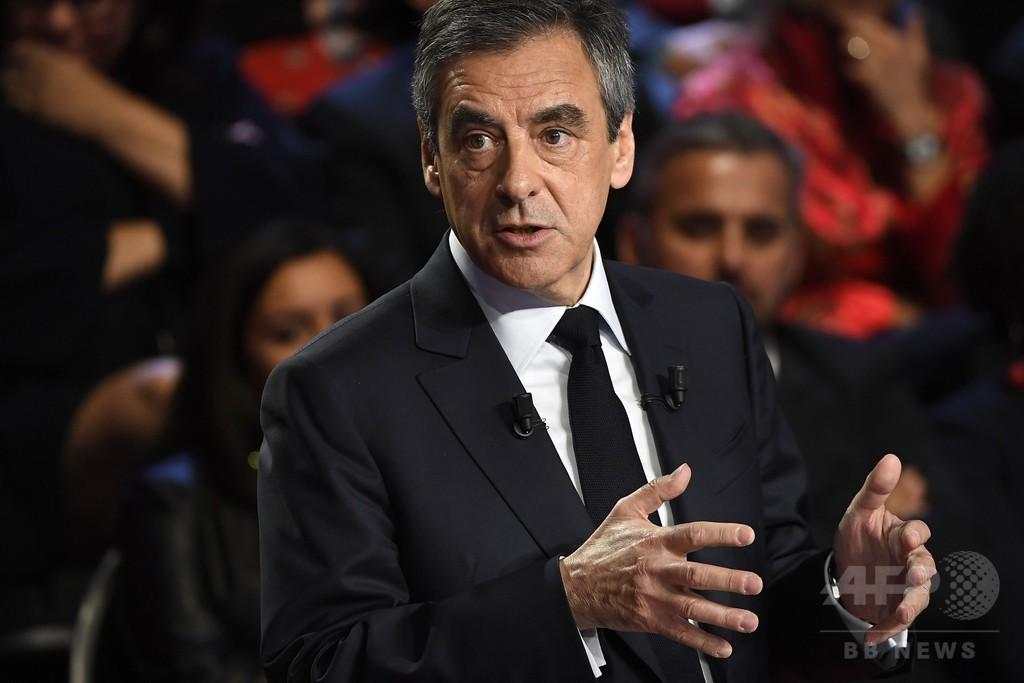 仏大統領選テレビ討論、経済政策めぐりマクロン氏がルペン氏攻撃