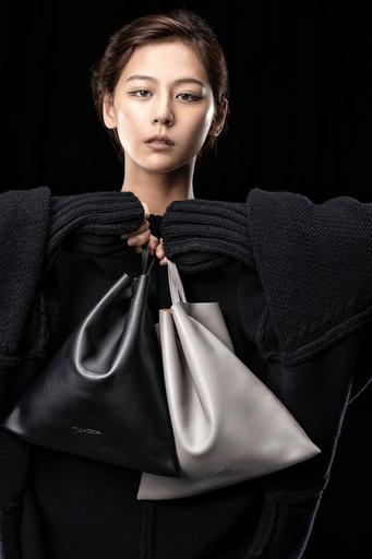 「ディスコード ヨウジヤマモト」 GINZA SIX限定バッグ『テトラ』に新色登場