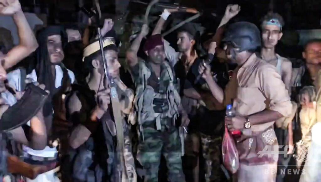 イエメン南部独立派が大統領宮殿占拠、「内戦の中の内戦」で人道状況悪化の懸念