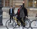 フランス法相が辞任、国籍剥奪の対テロ策に抗議