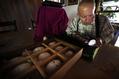 2万個の穴で美しい模様、スロベニア職人のイースターエッグ