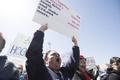 米各地で教員らがストなどの抗議行動、教育予算削減などに募る不満
