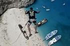 正確さが全て、ギリシャで楽しむ「ロープ・ジャンピング」