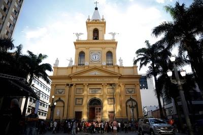 ブラジル南東部の大聖堂で男が銃乱射、ミサ参列の4人死亡