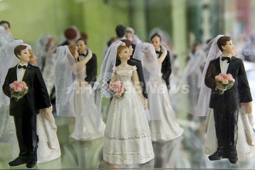 「3人婚」の届け出を受理、ブラジル初