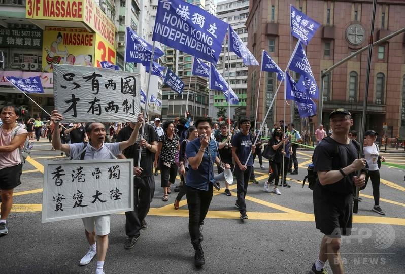 香港警察の独立派政党封じ込めの動きに抗議、数百人がデモ