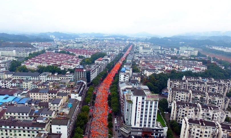 2万2000人が参加、「中国で最も美しい村」で国際マラソン大会 江西省