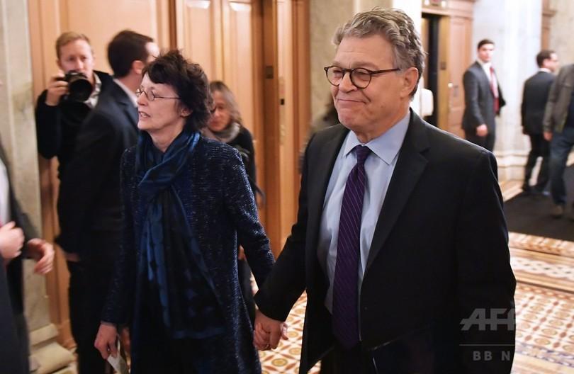 フランケン上院議員、セクハラ問題で辞職 米民主党で2人目