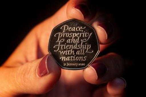 英財務省、EU離脱記念硬貨を公開 31日に流通開始