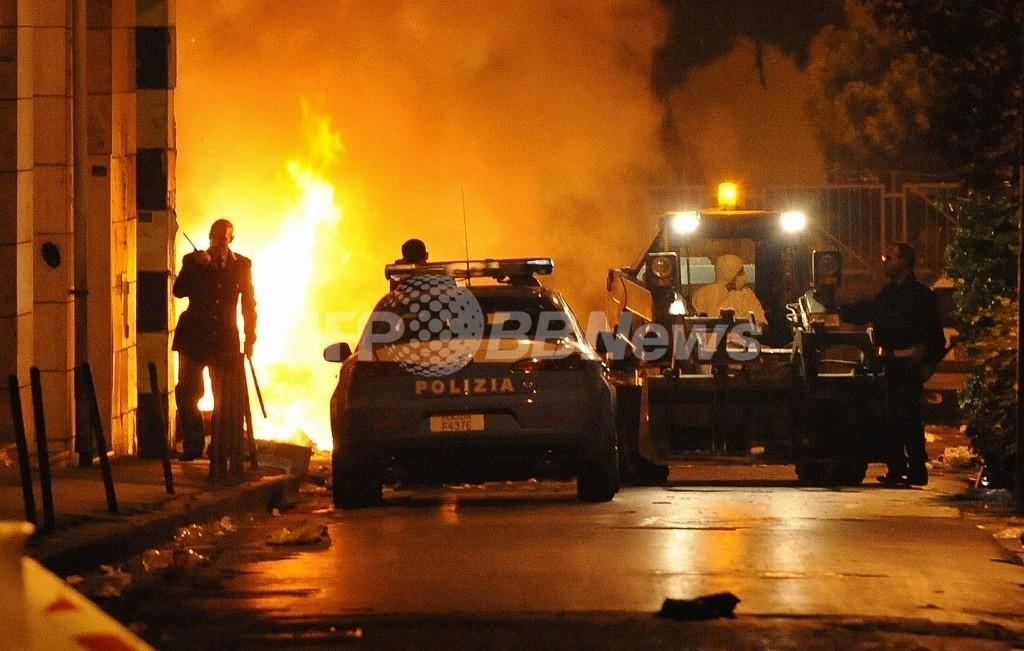 長引くごみ未回収問題にナポリ市民の怒り爆発、イタリア