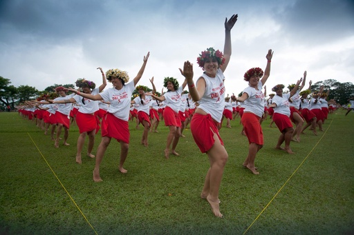 2980人でタヒチアンダンス、世界記録に挑戦 仏領ポリネシア