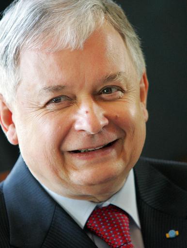 ポーランド大統領が死亡、搭乗機墜落で