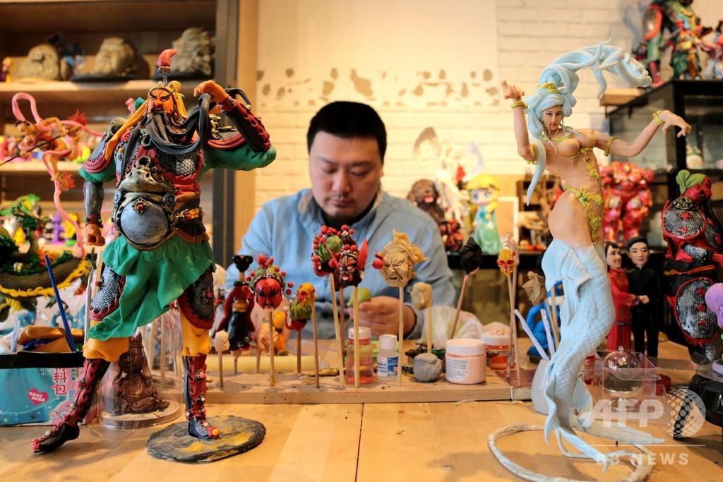 西安の人形作りの達人 無形文化遺産にアニメの要素をプラス
