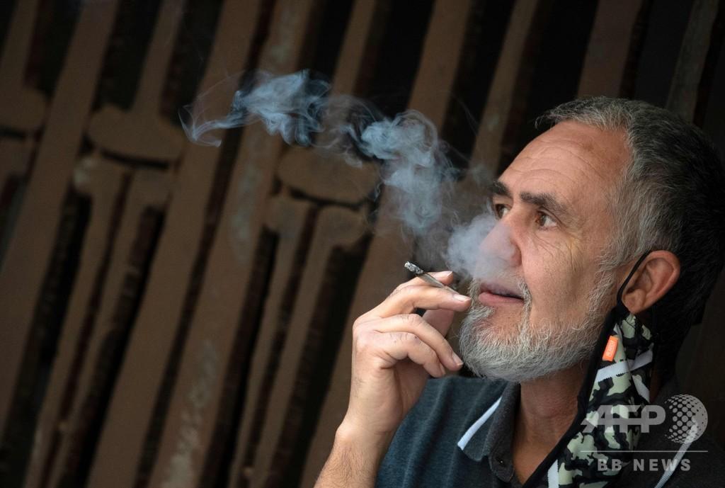 人前での喫煙禁止、コロナ拡大予防で スペインの2自治州