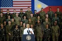 オバマ米大統領、フィリピンに軍事支援を約束 中国をけん制