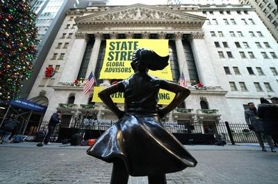 「恐れを知らない少女」像、米NY証券取引所前に設置