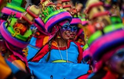 ユネスコ文化遺産のカーニバル、今年も華やかに開催 南米コロンビア