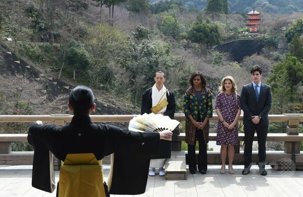 ミシェル夫人が京都訪問、清水寺で能を観賞