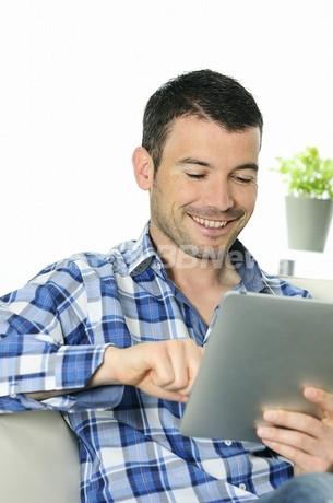 ノートPC利用の男性はご用心、無線LANで精子損傷の恐れ