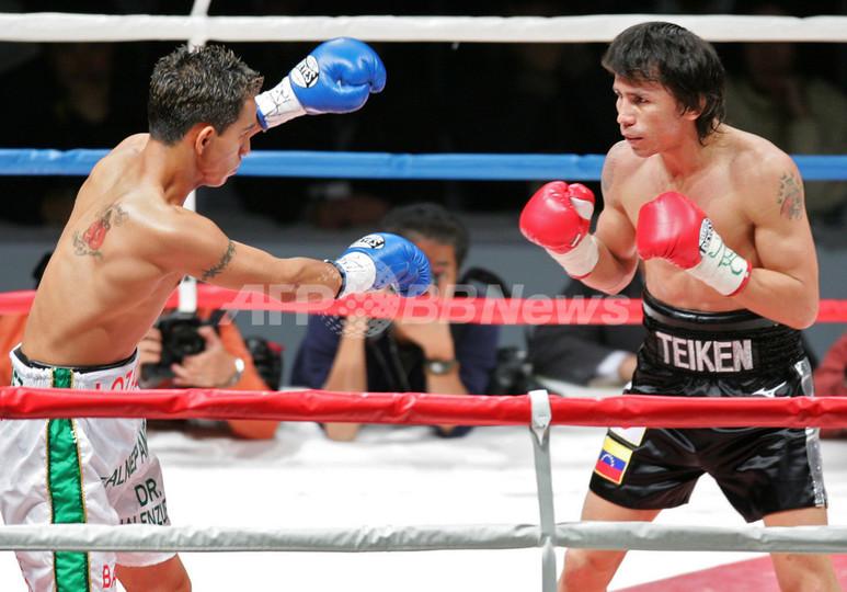 <ボクシング>エドウィン・バレロ ミチェル・ロサダを1ラウンドTKOで破り初防衛に成功 - 東京