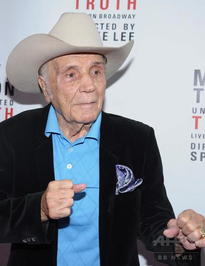 『レイジング・ブル』のボクサー、J・ラモッタさん死去 95歳