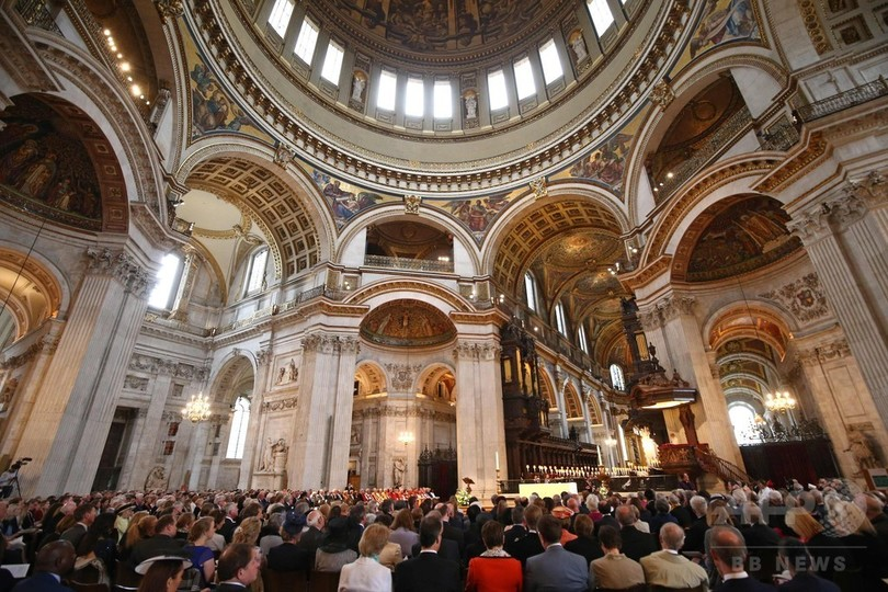 英国国教会、ロンドン主教に初の...