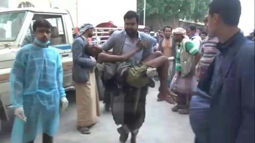 動画:サウジ、イエメン北部のフーシ派拠点を攻撃 民間人13人死亡 負傷者らの映像