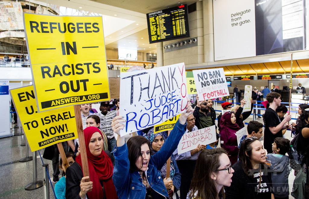 移民22人、極寒のなか米国から歩いてカナダへ 入国禁止令を懸念