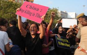チベット人学生が焼身自殺図り重傷、インド