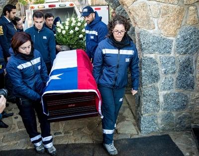 毒殺疑惑のノーベル賞作家、遺体を再埋葬 チリ