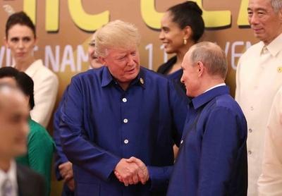 トランプ、プーチン両大統領、歓迎夕食会で握手 APEC首脳会議