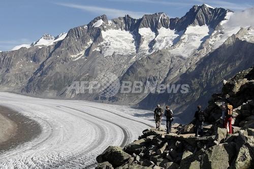 氷河溶解を止めるか?スイスの氷河に巨大「ついたて」を建てて実験