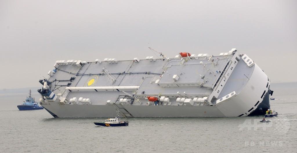 英南部沖で大型貨物船が座礁、転覆避け意図的に