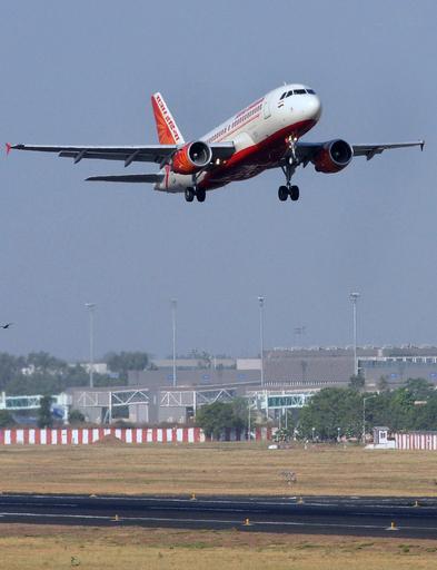 エア・インディアのパイロット、母親の無料航空券を要求して出発遅れる