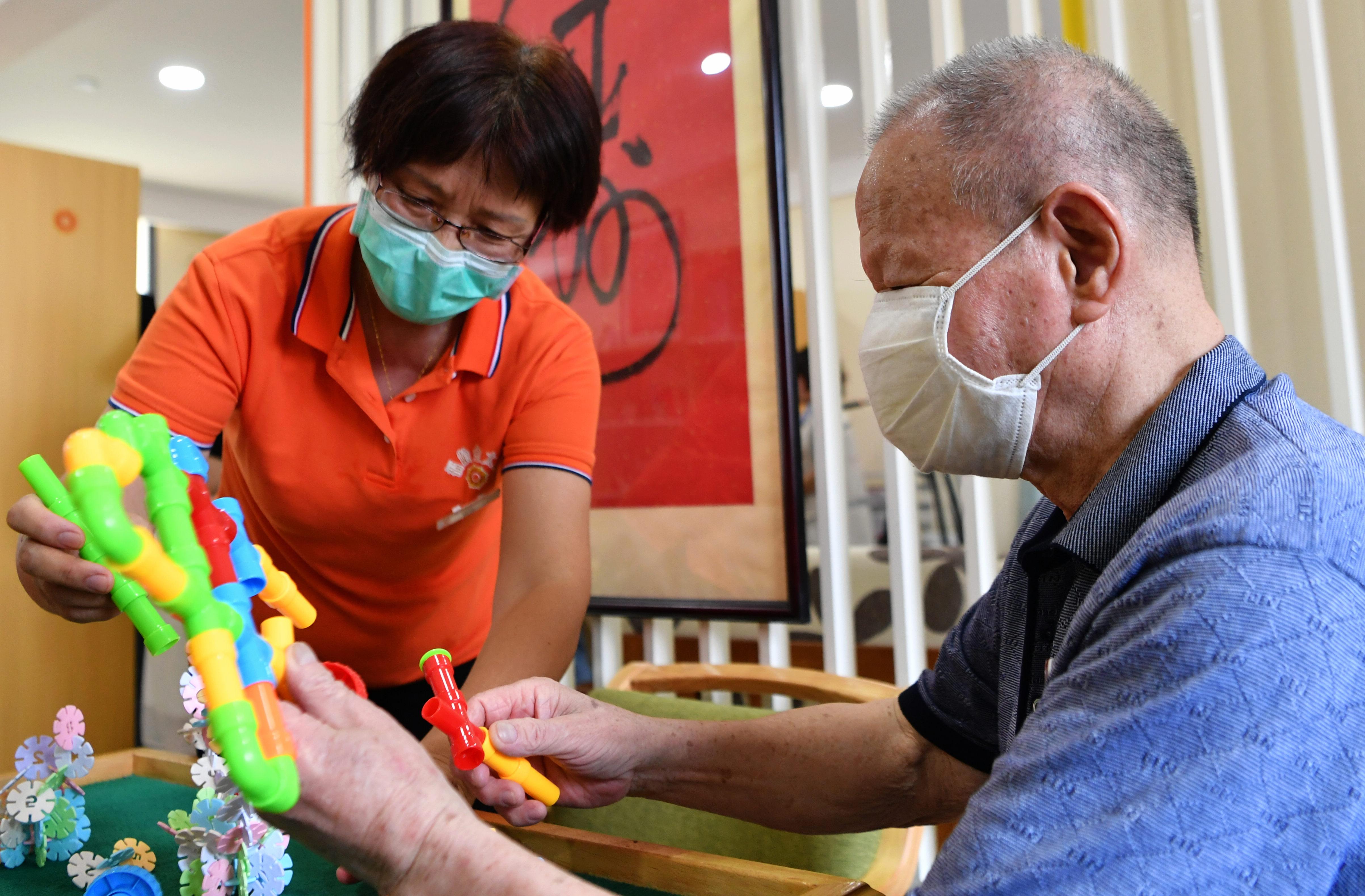 中国、アルツハイマー病予防治療計画発表 高齢者の80%を検査