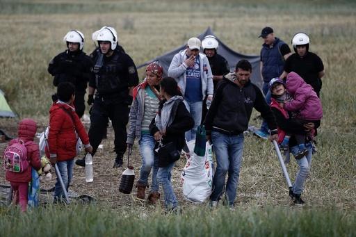 ギリシャ、国境沿いの難民キャンプ撤去開始
