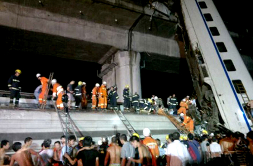 中国で高速鉄道事故、33人死亡
