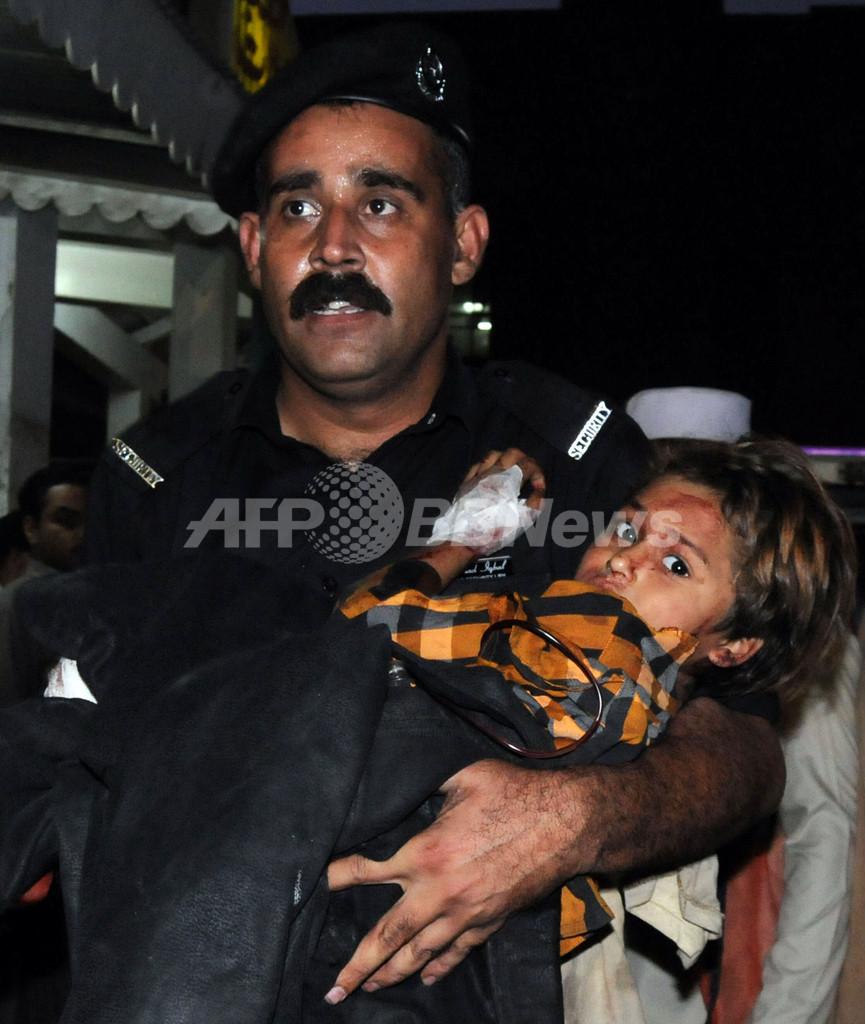 市場狙った自爆攻撃、買い物客ら32人が死亡 パキスタン北西辺境州