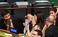 NZ首相、国連会合に生後3か月の娘同伴 日本代表団、おむつ替えに仰天?