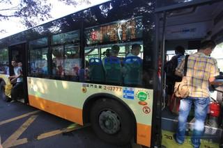 中国の大学副教授、バスの中で突然死 勤務中かどうかで裁判に
