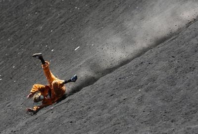 火山の斜面をボードで滑降、中米ニカラグアで人気のレジャー