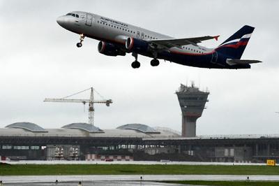 滑走路に立ち入った男性、離陸機と衝突して死亡 ロシア