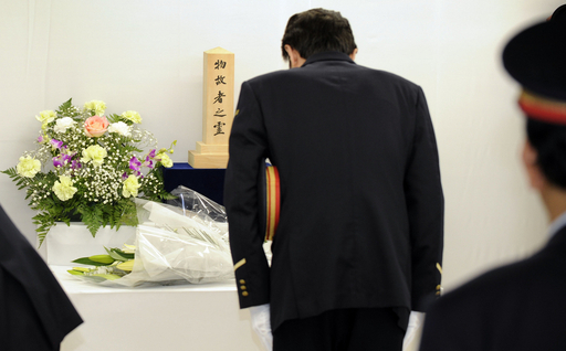 地下鉄サリン事件から14年、地下鉄駅で犠牲者を追悼