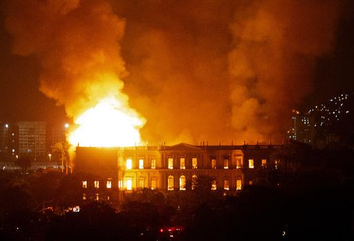 大火災に見舞われたブラジル国立博物館、ノートルダムに倣って寄付願う