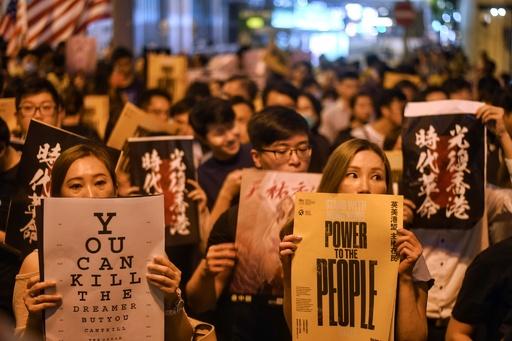 中国、SNSで香港デモに対し「情報作戦」 ツイッターとFB発表