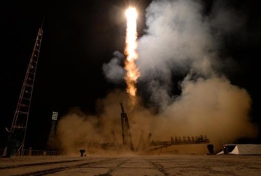 宇宙からソチ冬季五輪の聖火リレー、飛行士がISSに到着