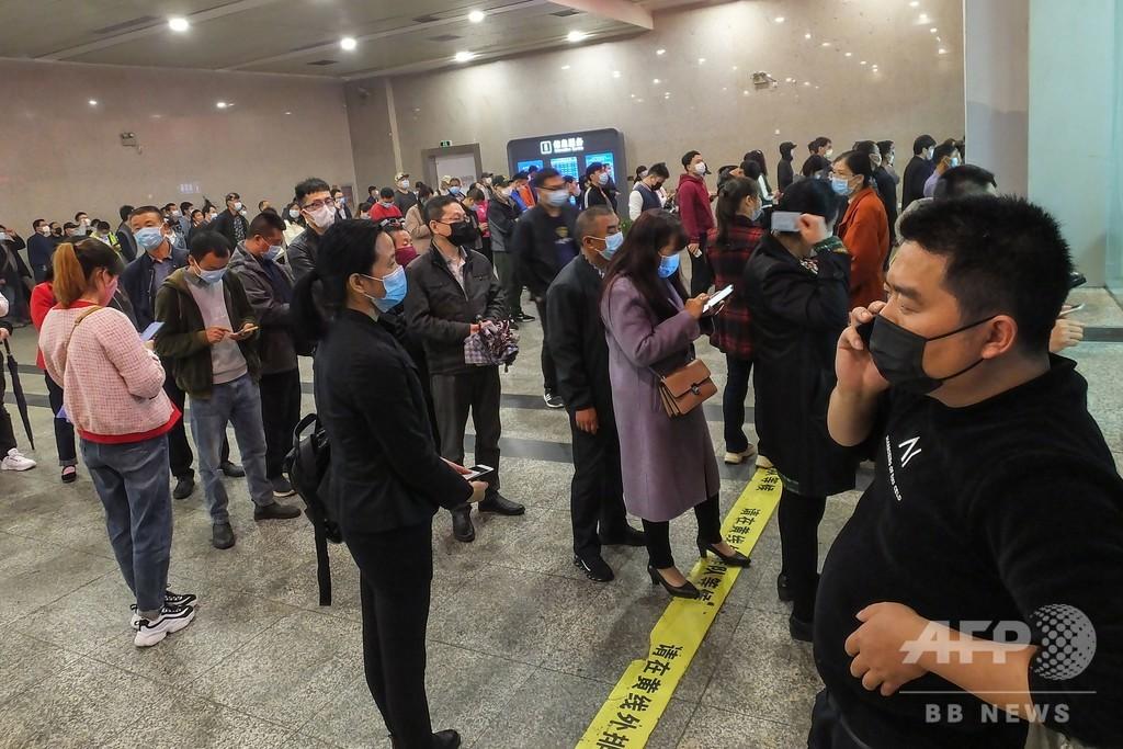 中国・湖北省で移動制限解除 待ちわびた人々で駅など混雑
