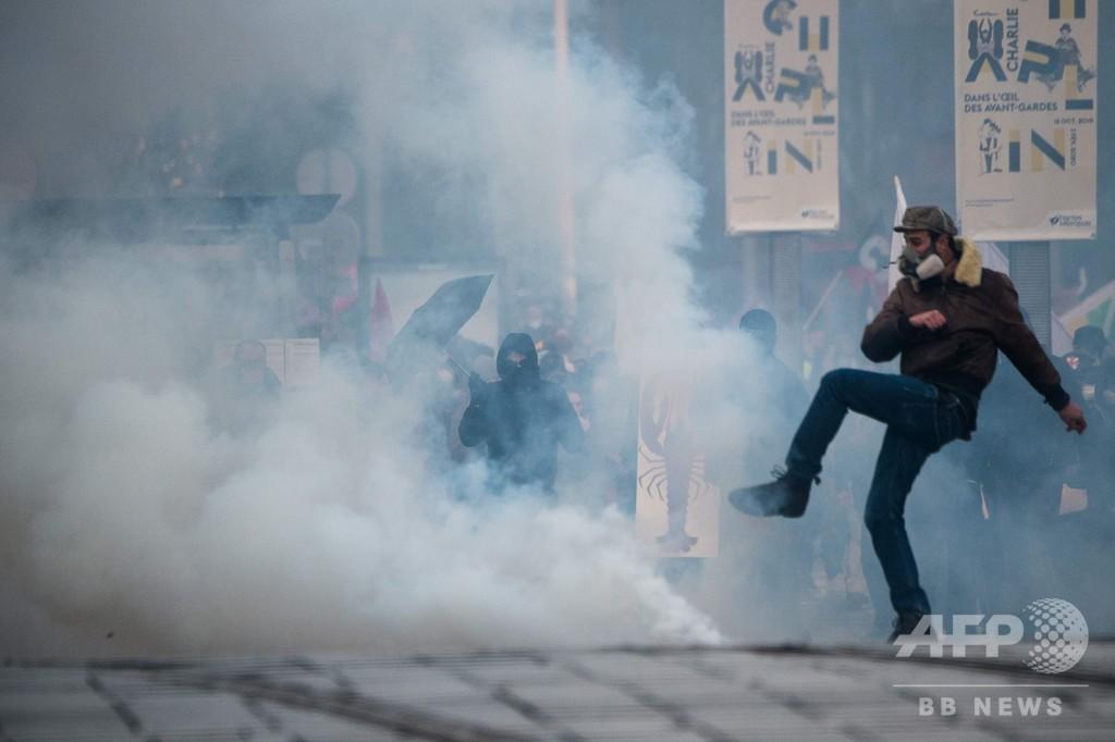 仏大規模スト、週末の旅行客にも影響 10日も全国で大規模デモへ
